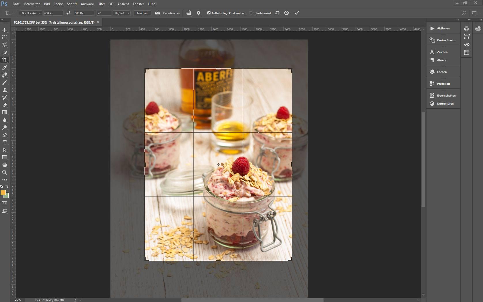 Ansicht eines Bildes in Adobe Photoshop mit aktivem Freistellungswerkzeug