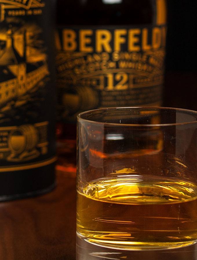 Aberfeldy Highland Single Malt Scotch Whisky 12 Years - Blick ins Glas