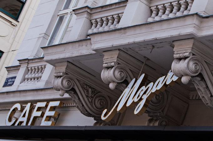 Wien kulinarisch- ein (klitzekleiner) Reiseführer: Logo des Cafe Mozart in Wien