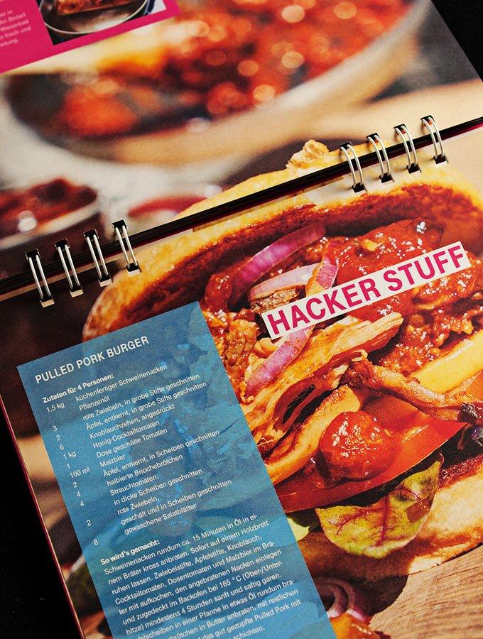cyber-kitchen - das ultimative hacker-kochbuch (deutsche-telekom): pulled pork burger hacker stuff