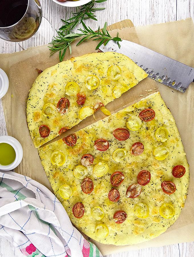 Tomaten-Foccacia mit Rosmarin & Chili
