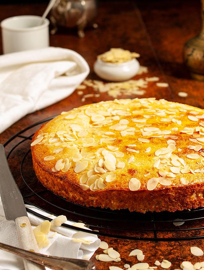 Rezept für Harissa, einen tradtionellen arabischen Kuchen aus Joghurt, Grieß und Kokosflocken und Zuckersirup. Perfekt auch als Dessertkuchen.