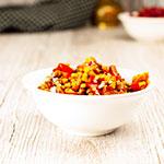 Linsensalat - schnell, einfach, scharf. Mit Kirschtomate, Karotte, Zwiebel und Chili. Perfekt als pikante Vorspeise, Beilage oder als Hauptspeise.