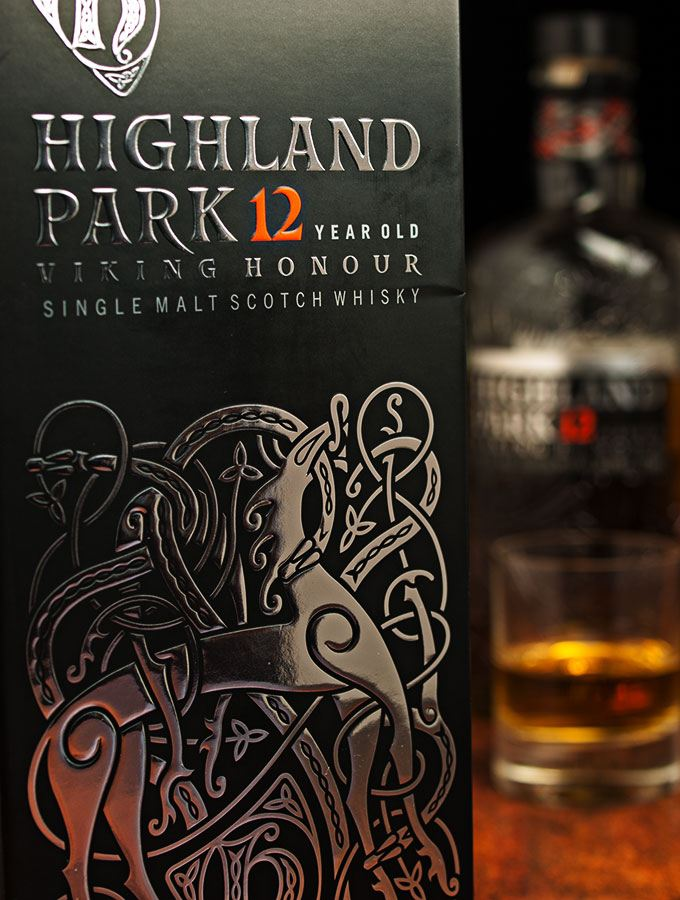 Nahaufnahme des Geschenkkartons des Highland Park Single Malt Scotch Whisky Viking Honour 12 Jahre